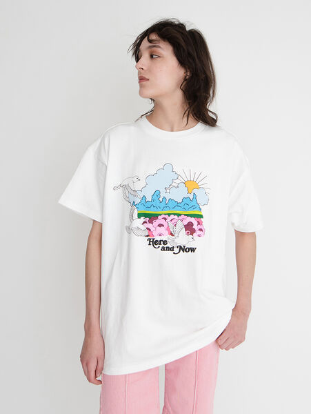 GRAPHIC SS ROADTRIP Tシャツ AMA HERE AND NOW