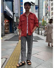 https://www.levi.jp/dw/image/v2/BBRC_PRD/on/demandware.static/-/Sites-LeviMaster-Catalog/ja_JP/dw62c4554d/images/Japan_Coordinate/ProductSetJP-496.jpg?sw=221&sh=280&q=100