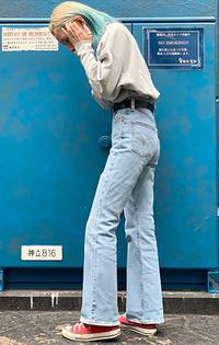 https://www.levi.jp/dw/image/v2/BBRC_PRD/on/demandware.static/-/Sites-LeviMaster-Catalog/ja_JP/dwbbf9abfc/images/Japan_Coordinate/ProductSetJP-350.jpg?sw=200&sh=315&q=100