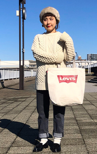 https://www.levi.jp/dw/image/v2/BBRC_PRD/on/demandware.static/-/Sites-LeviMaster-Catalog/ja_JP/dwd34beed1/images/Japan_Coordinate/ProductSetJP-206.jpg?sw=200&sh=315&q=100