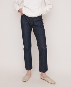 501® JEANS FOR WOMEN ACROSS A PLAIN